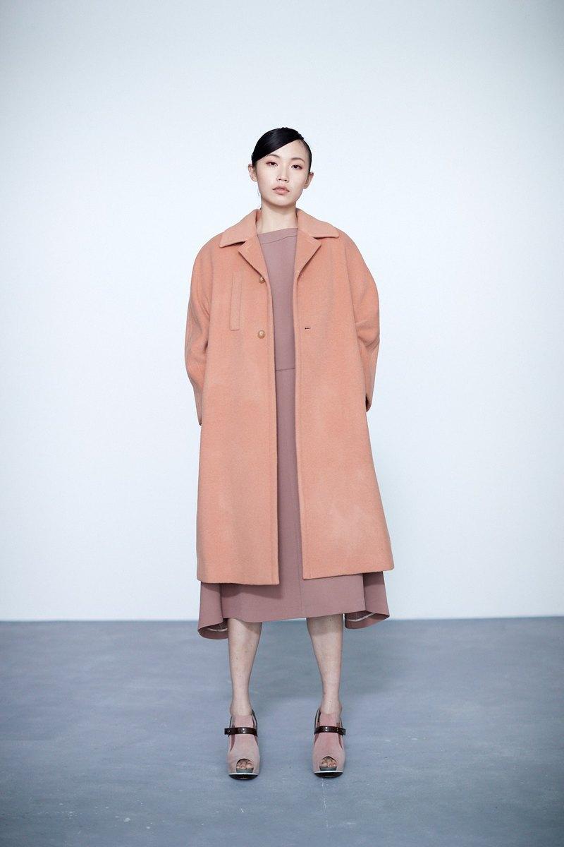 粉橘色前側口袋大衣