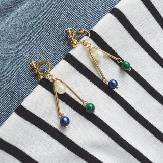 Triangular earrings Triangular Law △