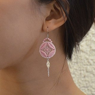 Circle inlaid embroidery earrings ear pin / ear clip