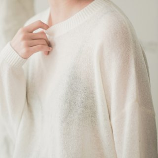 Unexpectedly encountered | white skin texture micro-transparent inner wool loose shoulder loose face pilling sweater