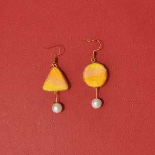 Color mixing series 04-round × triangle asymmetric wool felt earrings / ear clip
