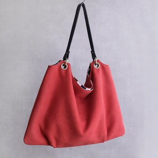 Wild rose suede trapezoidal air sensation pleated bag flip face color leather handle red black and white