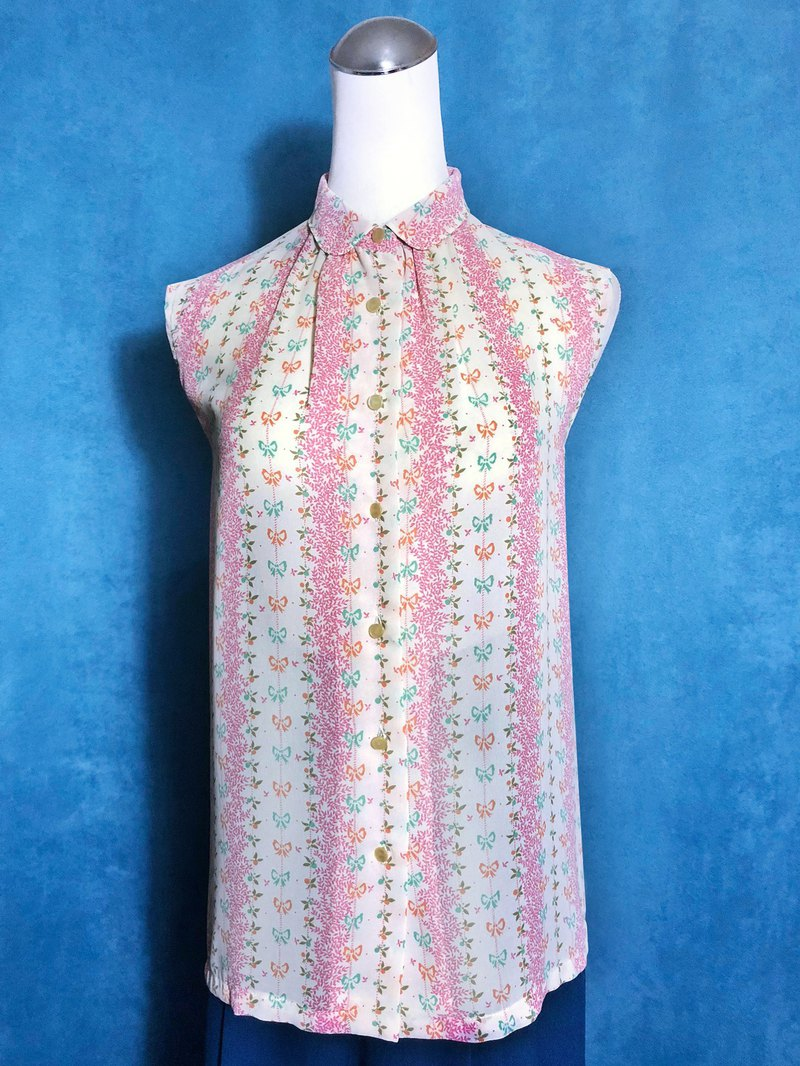 Small round neck flower sleeveless vintage shirt / brought back to VINTAGE abroad