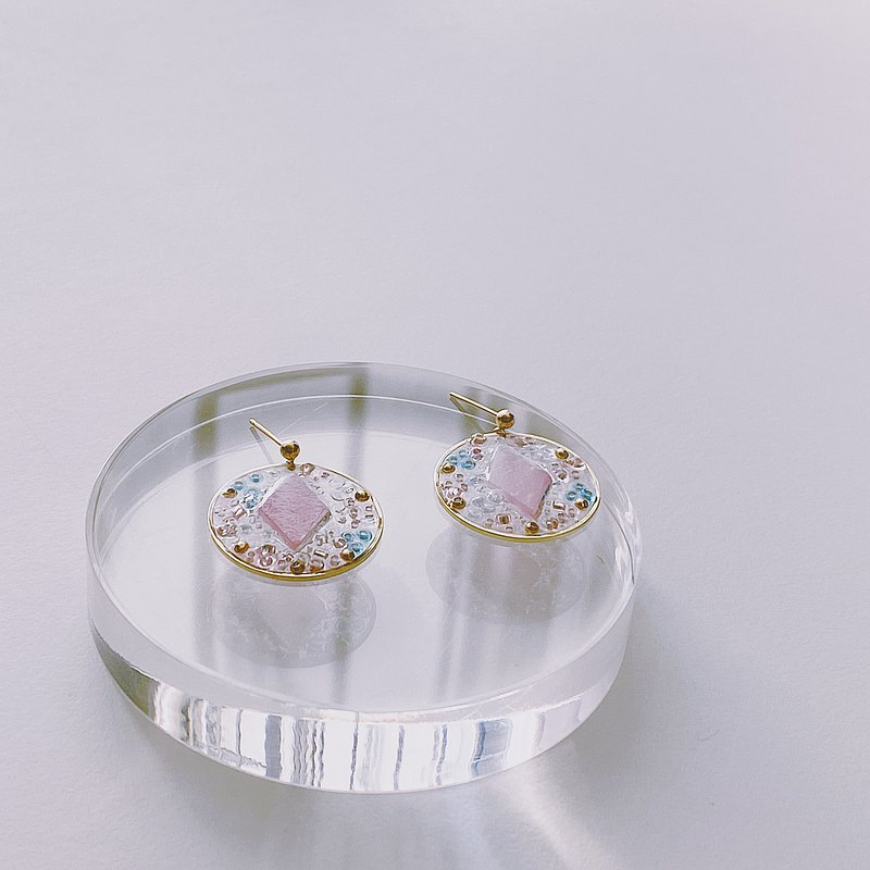。Pastel glass beads。14k gold handmade earrings