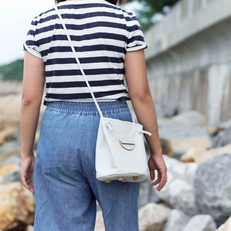 Cotton canvas circle bucket bag (White Color)