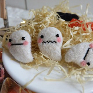 Sleeping original handmade Happy Halloween [small ghost] brooch / refrigerator stickers