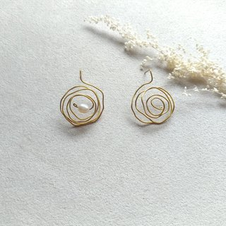 E022-思思-Brass, freshwater pearl pin/clip earrings