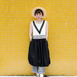 Black and white grid flower bud dress