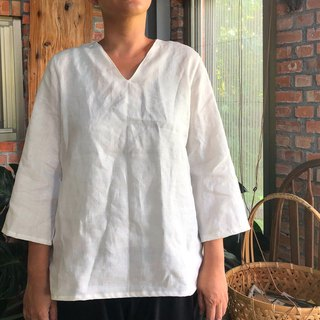 The practitioner's simple pure linen V-neck nude blouse