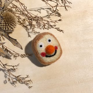Wool felt pin - toast