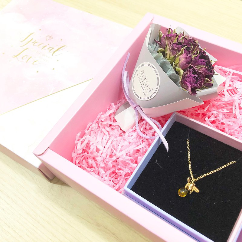 [small bouquet gift set] bee necklace + mini dry bouquet