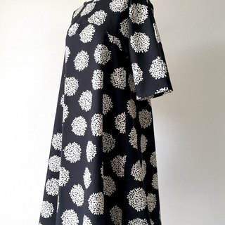 Bouquet One Piece Bird and butterfly black quarter sleeve