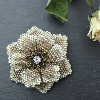 Beaded Flower Brooch (Beige)