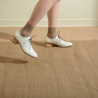 Square head Derby shoes white