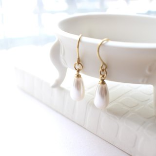 Dreaming-Brass pearl earrings