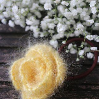 Hand made - wool hair accessories - light yellow roses