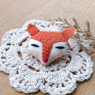 Orange red fox pin / magnet / key ring / hair bundle animal hair ornaments