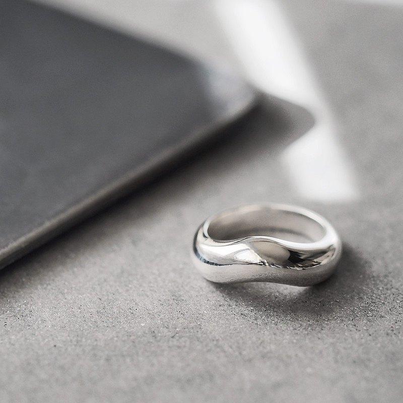 大膽的變形戒指銀925