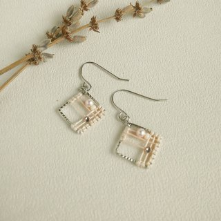 Macrame square 镂 space pattern earrings can be changed ear clip type pink orange knots elegant city