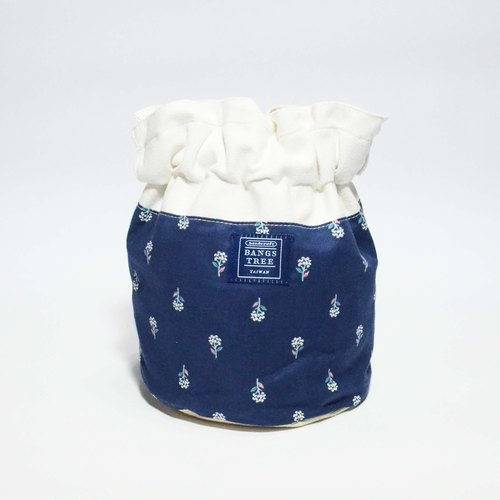 :: :: Bangs tree dorsal bucket bag _ blue flowers (the shelf)