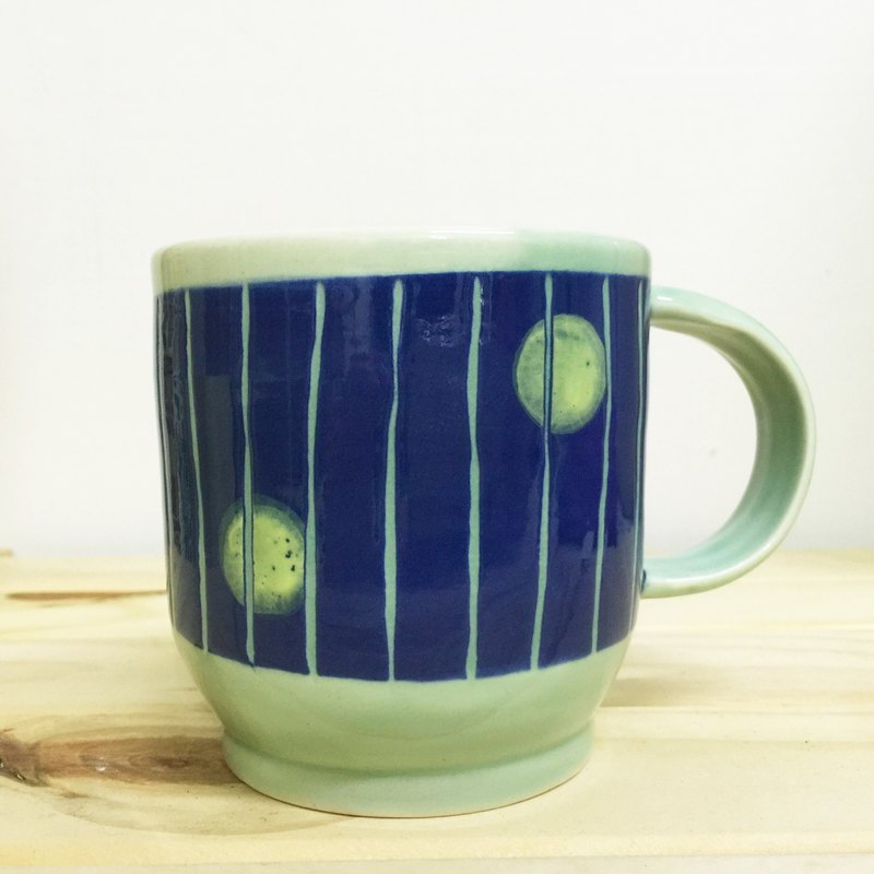 Linear Circle Cup - blue (green enamel)