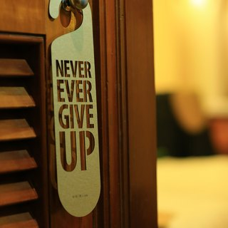 "[EyeDesign see design] one sentence door hanging ""NEVER EVER GIVE UP"" D12"