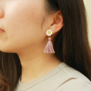 *Coupoubird*pink daisy tassel ear clip / can change the new anti-allergic ear