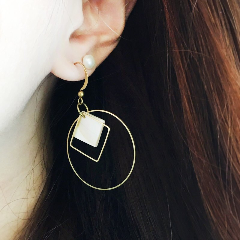 Can change the clip - geometric brass big earrings - round to such a single one