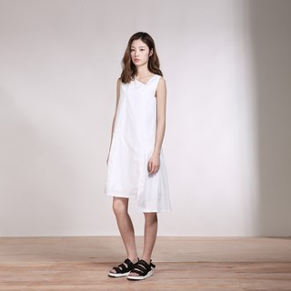 White geometric neckline asymmetrical stitching pleated dress