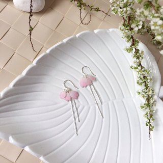 [Sakura Limited Edition] Light pink Cherry blossoms Flower petals earrings