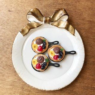 Brooch / miniature / sweets