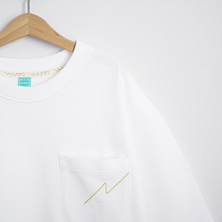 Loose drop shoulder version plain white black and green pocket Tee - size Qi