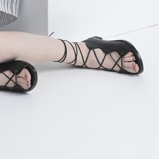 [Show products clear] entangled black Roman ropes, hollowed out leather strap sandals