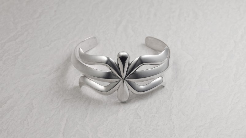 Navajo Sandcast style 925 silver Spider Bangle