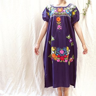 * BajuTua / Vintage / 70's Mexican handmade flowers dark blue handmade embroidery dress