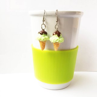 Earrings ice cream flavored with lemon.