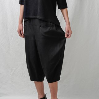 Front and back pockets. Black Tencel wide pants. Spring and Summer | Ysanne