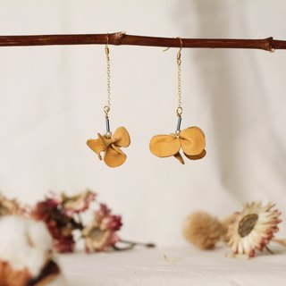 Orchid leather earring, earclip
