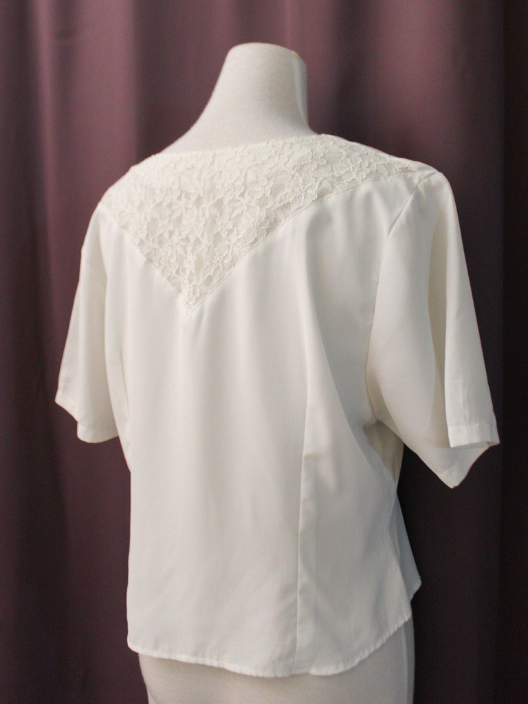 Vintage Japanese-made French sweet lace behind the openwork white short-sleeved vintage shirt