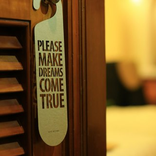 "[EyeDesign see design] a word door hanging ""PLEASE MAKE DREAMS COME TRUE"" D08"