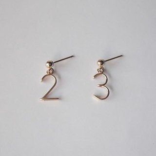 Number (number) Stud Earrings