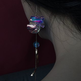 Swanlace glazed origami laser illusion pvc pleated asymmetric long earrings / ear clip