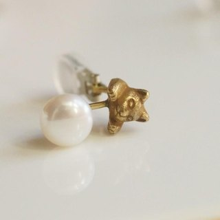 Pearl and cat earrings / antique one ear