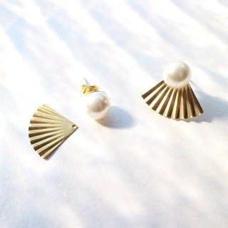 Shells' secret- Pearl brass earrings
