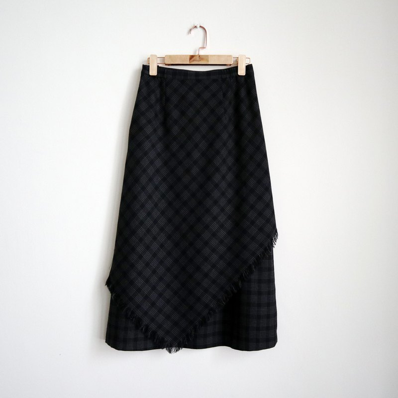 Pumpkin Vintage. Grey and black checked fringed wool skirt