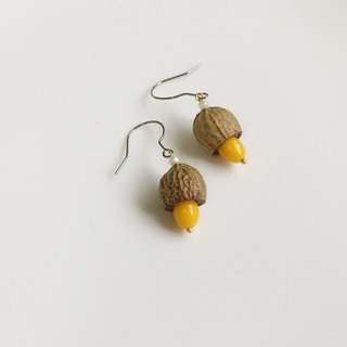Mango Pine Nuts Everlasting Flower Earrings