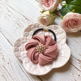 Elegant flower hair band / powder skin