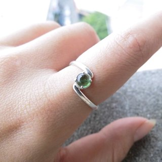 Green tourmaline egg noodles 925 silver simple ring curve Nepal handmade mosaic making birthday gift Valentine's Day gift