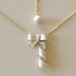 Spinning ribbon necklace (white)