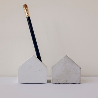 No room │ cement small house pen stand